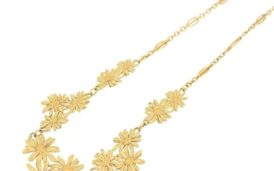 Drapery necklace in 18 K (750 °/°°°) yellow gold with openwork olive stitch, the neckline decorated with daisies, a pearl in pendulum in the center.