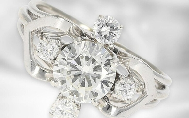 Ring: high quality vintage platinum ring with a brilliant of approx. 1,19ct and old cut diamonds, in total approx. 1,55ct