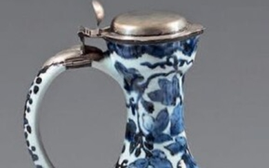 Small Japanese porcelain ewer (Arita) from the end of the