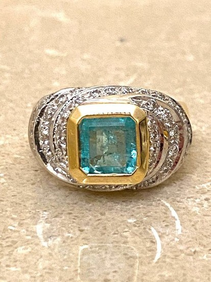 18 kt. White gold, Yellow gold - Ring Emerald - Diamonds