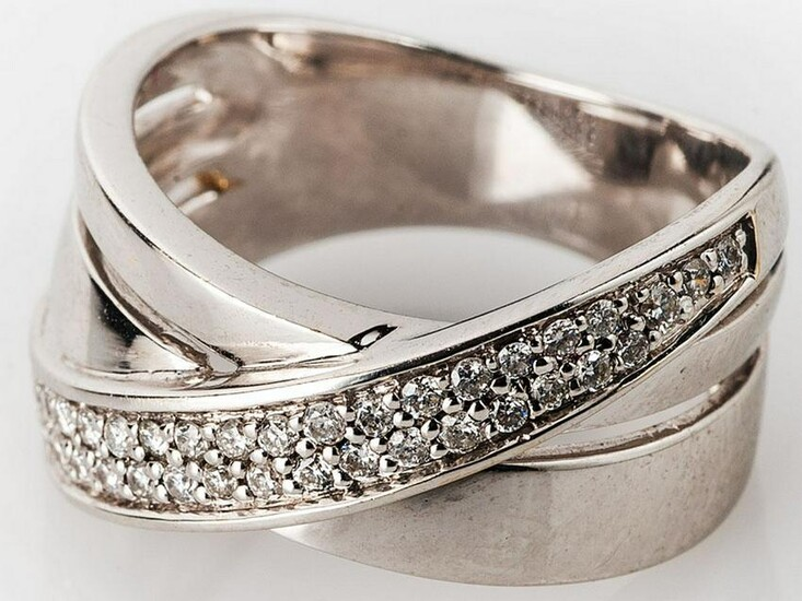 18K French white gold ring with diamonds