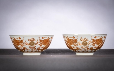 A pair of bowls in Chinese porcelain with iron red decoration 'dragons', G