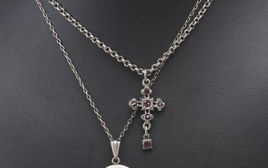 AN ANTIQUE LOCKET AND CHAIN IN STERLING SILVER, TOGETHER WITH A PASTE SET BROOCH AND PENDANT IN SILVER