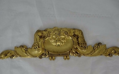 Ancient pediment with a lion sculpture on a shell in the center (1) - Bronze (gilt) - Late 19th century