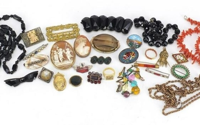 Antique and later jewellery including cameo brooches