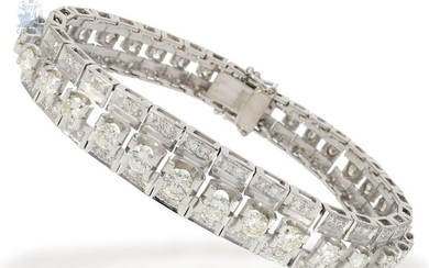 Bracelet: extremely beautiful and very luxurious goldsmith's bracelet, complete brilliant/diamond setting, individual handwork with large precious diamonds, approx. 10ct
