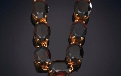 CHOKER DECORATED WITH EIGHT OVAL GARNETS ON A 14K YELLOW GOLD CHAIN. Price: 180,00 Euros. (29.949 Ptas.)