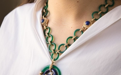 COLLIER AGATE VERTE An agate, lapis lazuli and gold necklace.