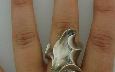 GROOVY Sterling Silver Geometrical Ring Signed SB