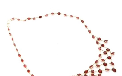 Garnet necklace set with numerous faceted garnets. L. 5 cm. Weight app. 12 g.