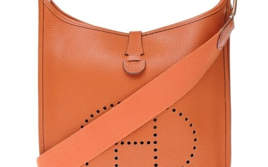 Hermès - Sac Evelyne GM (grand modèle) en cuir togo orange, garniture en métal doré Handbag