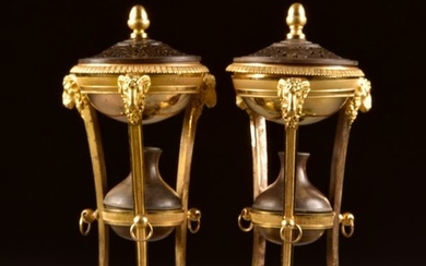 Pair of Parfum or Incense Burners - Louis XVI Style - Ormolu, Patinated bronze - 19th century