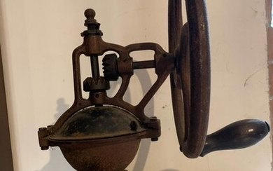 Pepper / coffee grinder (1) - Iron (cast/wrought)