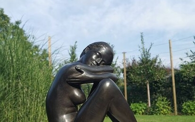 Sculpture of a daydreaming naked lady - Patinated bronze - recent