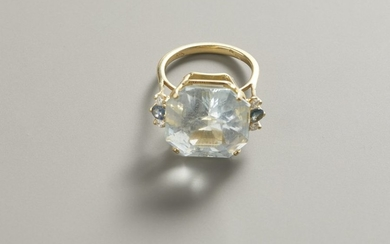 Yellow gold ring with quartz, diamonds and sapphires...