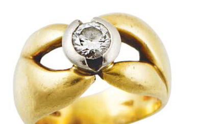 Yellow gold shaped band ring with a diamond...