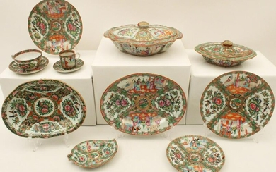 12 PCS OF ROSE MEDALLION INCLUDING TWO COVERED TUREENS