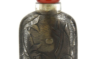A superb Chinese carved lead crystal snuff bottle decorated with carp and lotus, H. 9.5cm. Condition : Excellent, contains snuff residue.