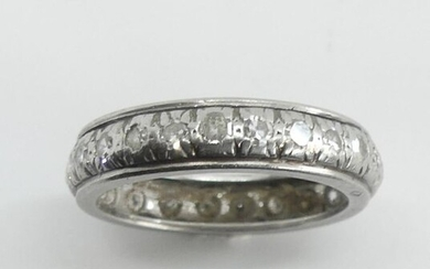 American ALLIANCE in white gold, set with diamonds. Gross weight 4.4 g. TDD 55