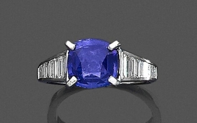 RING (750) white gold set with a cushion-shaped sapphire weighing...