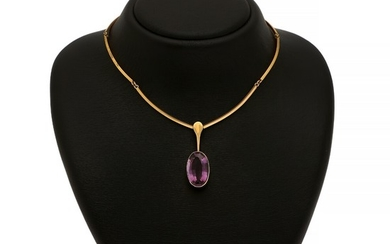 Just Andersen: An amethyst necklace set with an oval-cut amethyst, mounted in 18k gold. L. 39 cm.