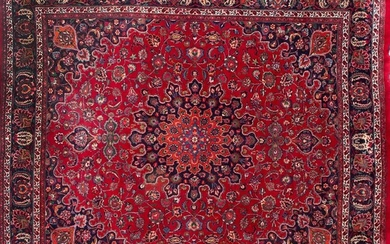 Large wool Tabriz carpet with profuse vegetal decoration on maroon field. Size: 300x340 cm Output: 700uros. (116.470 Ptas.)