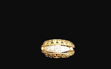 Ring in 18K (750°/°°) yellow gold openwork set with small diamonds in a mandorla.