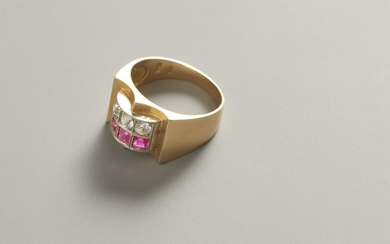 Ring in red gold with rubies and diamonds...