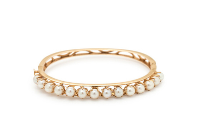 YELLOW GOLD AND CULTURED PEARL BANGLE BRACELET