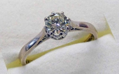 18CT WHITE GOLD DIAMOND SOLITAIRE RING, THE DIAMOND APPROX...