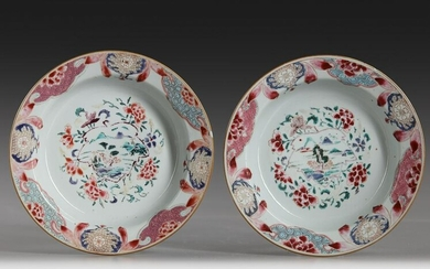 A PAIR OF CHINESE FAMILLE ROSE DISHES,18TH CENTURY