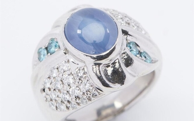 A SAPPHIRE, DIAMOND AND AQUAMARINE DRESS RING IN 18CT WHITE GOLD, FEATURING AN OVAL CUT BLUE SAPPHIRE OF 6.25CTS, WITHIN A DOMED SUR...