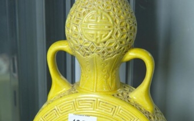 A YELLOW DOUBLE GOURD VASE, 25 CM HIGH