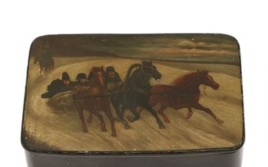A large Russian lacquered papier-mâché case, decorated in colours, lid with troika-scenery at winter time. 19th century. L. 11 cm. D. 7.5 cm.