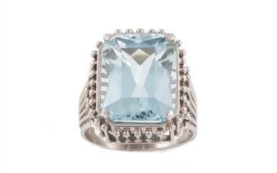 AN AQUAMARINE DRESS RING, one rectangular step cut aquamarin...