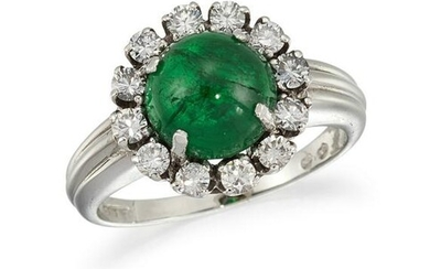 AN EMERALD AND DIAMOND CLUSTER RING The circular