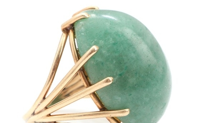 An aventurine ring set with cabochon-cut aventurine, mounted in 14k gold. Size app. 50. Weight app. 9.5 g.