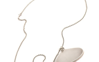 Anni & Bent Knudsen: A sterling silver pendant. Incl. eyelet app. 4×5 cm. Sterling silver nekclace included. L. 60 cm.