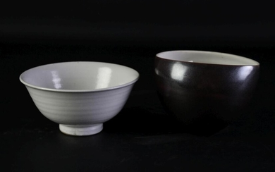 Brown studio pottery bowl (H9cm, mark to base) together with a bowl example (Dia13.5cm)