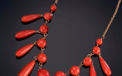 CORAL CHOKER. On a 14K yellow gold saddle and chain. Price: 850,00 Euros. (141.428 Ptas.)
