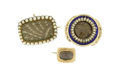 Georgian and later gilt metal mourning brooches and a