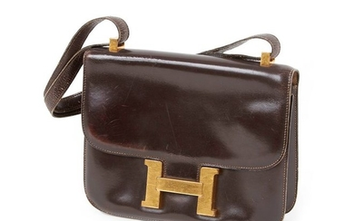 HERMES, Black leather mailbag. 31 x 41 cm...