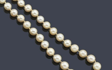 Necklace with pearls.