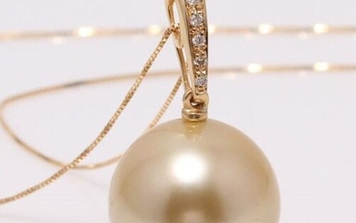 No reserve price - 14 kt. Yellow Gold - 11x12mm Round Golden South Sea Pearl - Necklace with pendant - 0.04 ct