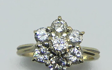 Pompadour ring in rhodium-plated gold, set with a central diamond in a circle of six diamonds. Gross weight 5 g. Total size of the diamonds approx. 1 ct.