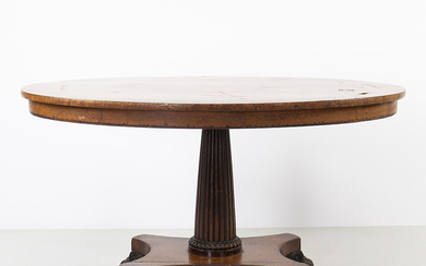 Regency-William IV oval coffee table in walnut, walnut root and thuja root, first half of the 19th Century.