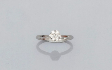 "Ring "" fleurette "" in white gold, 750 MM, decorated with diamonds, size : 52, weight : 1,35gr. rough."