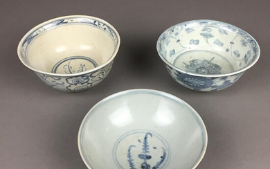 BOWLS - 3 pieces, China, Ming / Qing dynasty, porcelain.