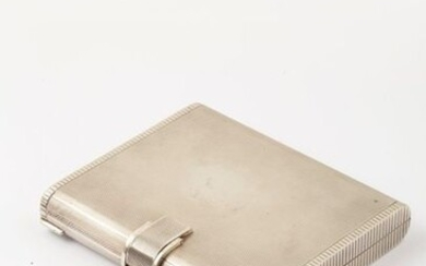 Silver minaudiere (800 thousandths) guilloché forming a powder case and cigarette case. With tortoiseshell comb. Foreign work. Gross weight : 386g.
