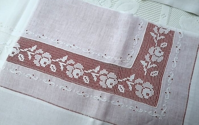 Spectacular!! Pure linen sheet with very fine Filet embroidery completely by hand - Linen - After 2000